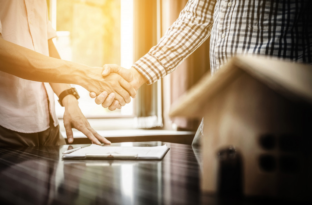 realtor and client shaking hands