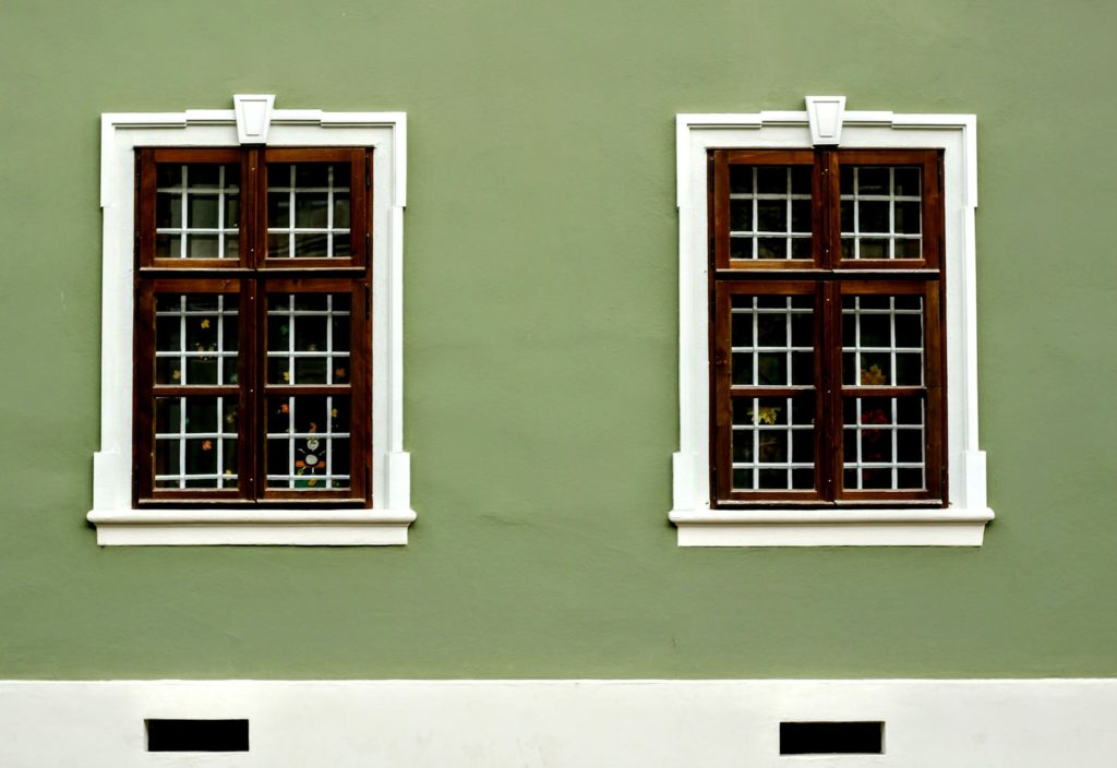 green-wall-with-windows