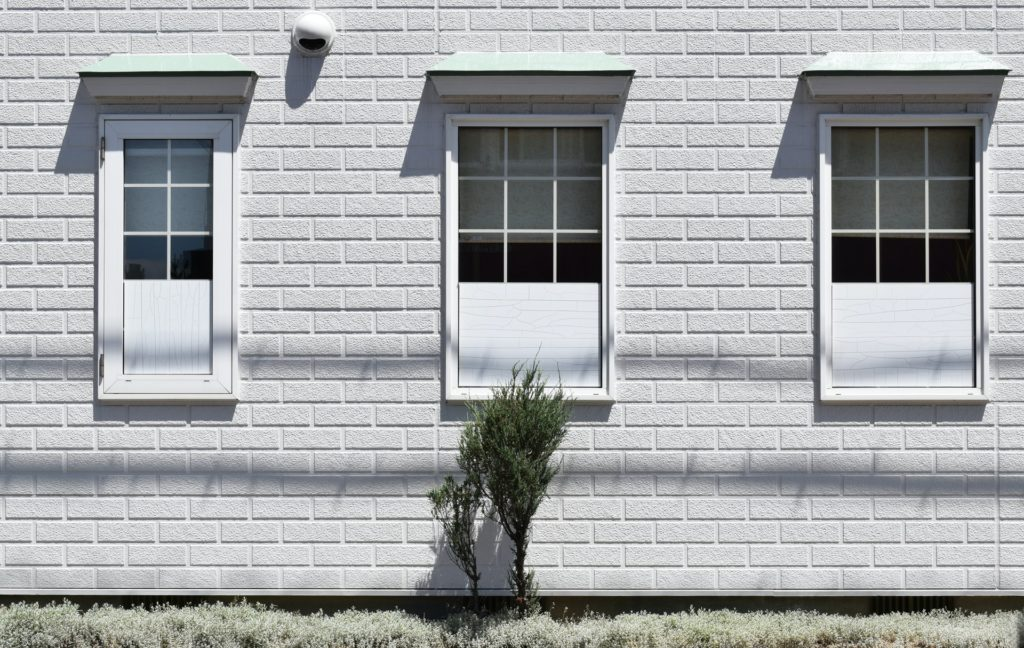 white-walls-with-windows